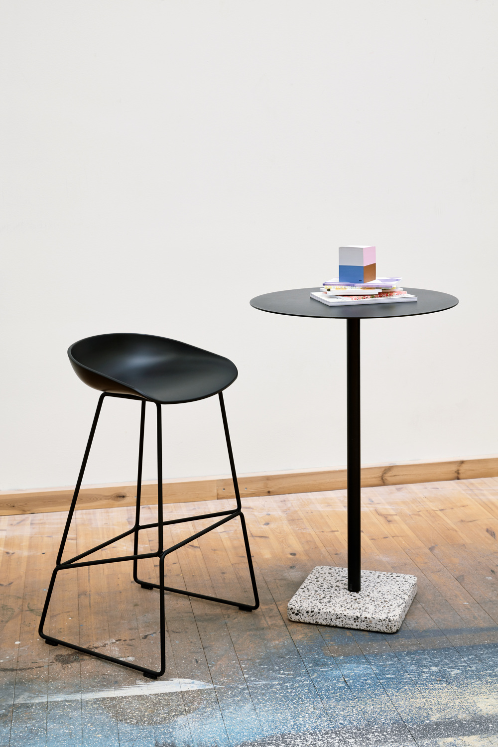 Features A Round  Or Square Shaped Table Top Crafted In Highly Functional  Electro Galvanized Steel And Powder Coated To Make It Extra Resilient.